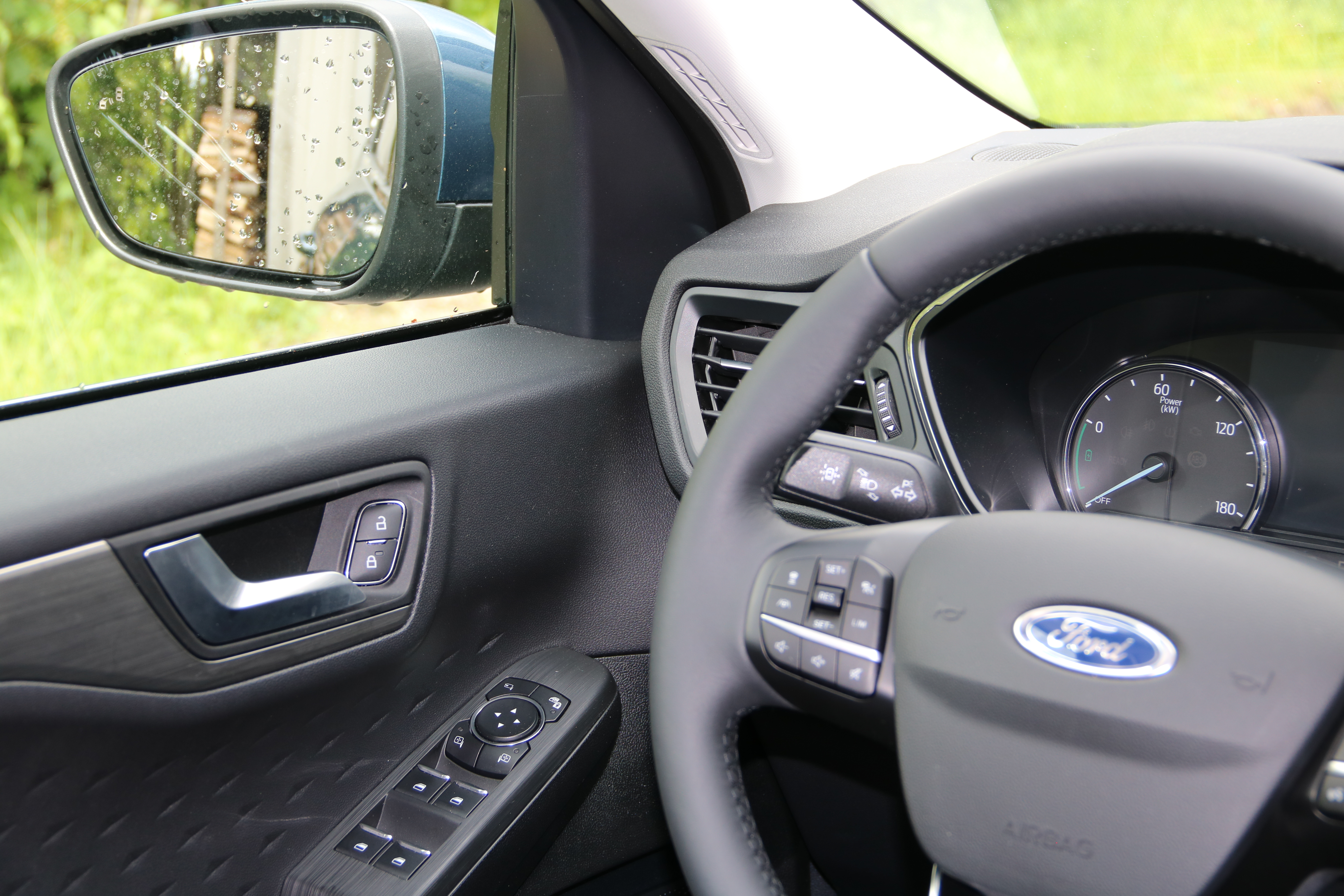 Ford Kuga rear view mirrors and their controls